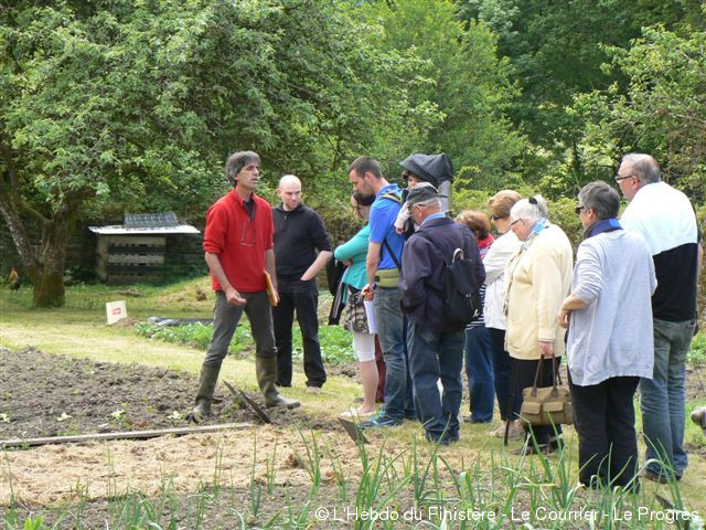 Saint rivoal th tre participatif autour du jardin for Vide jardin finistere 2015